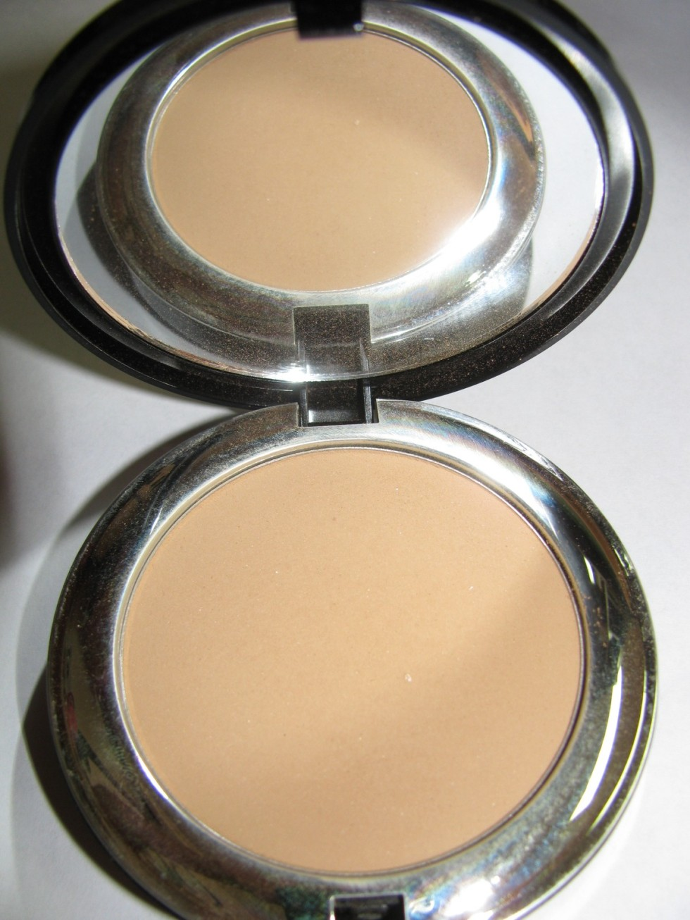 BELLAPIERRE COMPACT MINERAL FOUNDATION : NUTMEG